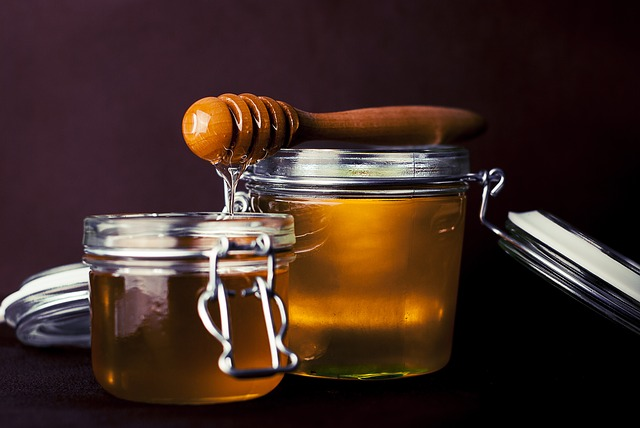 med v dózách